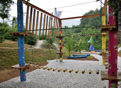 La struttura per il percorso di approccio all'equilibrio del Parco Avventura di Vagli Park