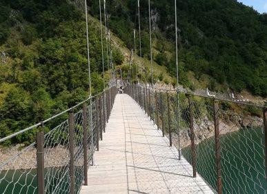 Particolare del Ponte Sospeso sul Lago